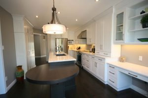 Modern Kitchen by DeVrye